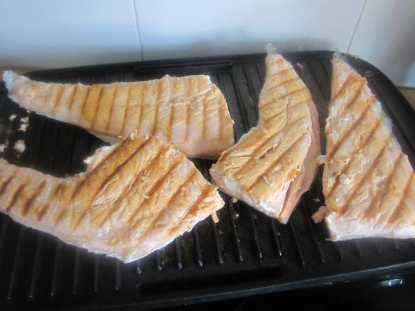 Salmon a la plancha con salsa de queso