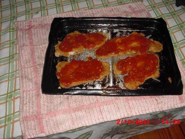 Milanesas de pescado con tomate y muzarella