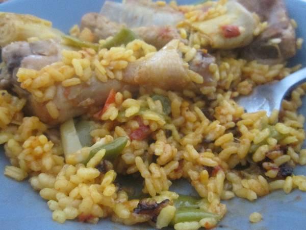 Paella de carne con verduras